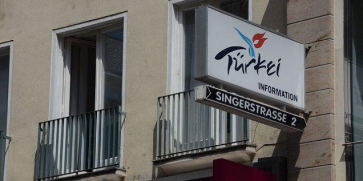 PKK'liler Avusturya'da Turizm Ofisini Bastı
