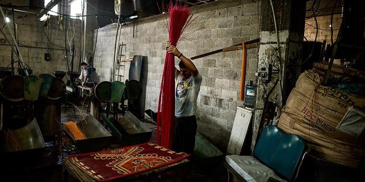 Gazze'de Ham Madde Yokluğu: Hasırlar Plastik Atıktan Üretiliyor