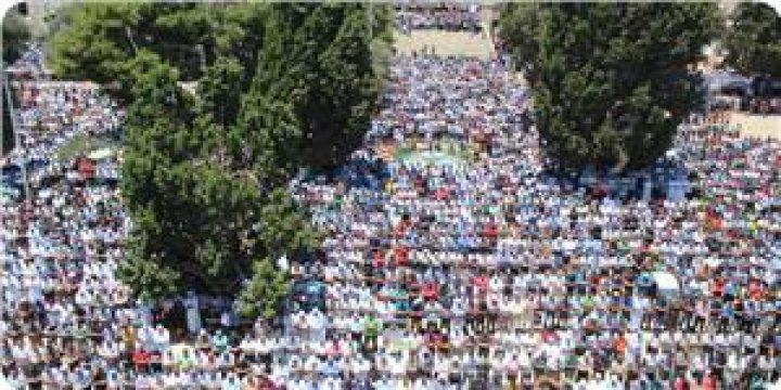 280 Bin Filistinli Mescidi Aksa'da Cuma Namazı Kıldı