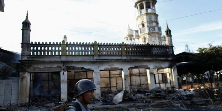 Myanmar'da Irkçı Budistler Cami Yaktı