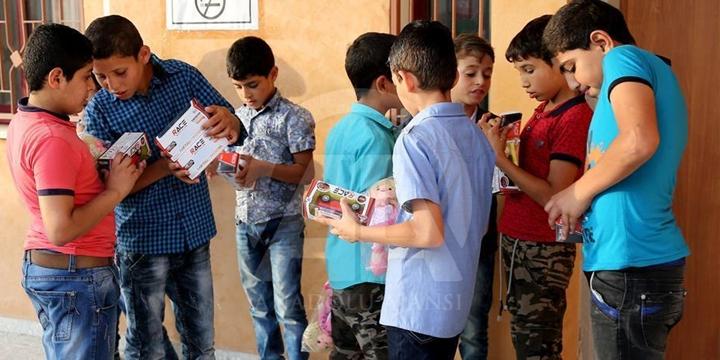 Yardımlar Gazze'de İhtiyaç Sahiplerine Dağıtılıyor