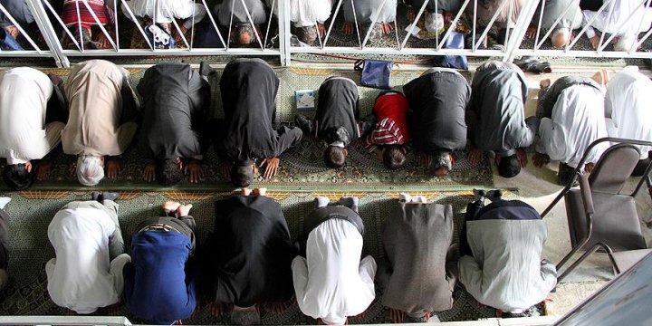 İran'daki Sünnilerin İbadet Özgürlüğüne Engel