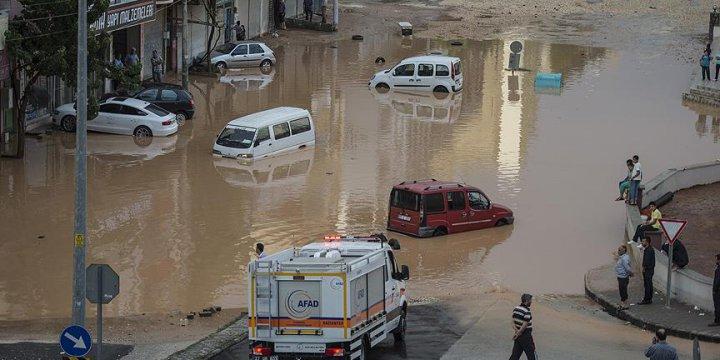 Sağanak ve Sel Dört Şehri Vurdu