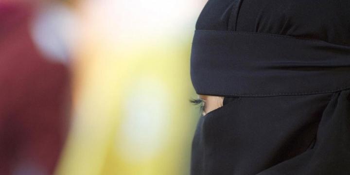 İsviçre'nin Tamamında Burka ve Peçe Yasaklandı!