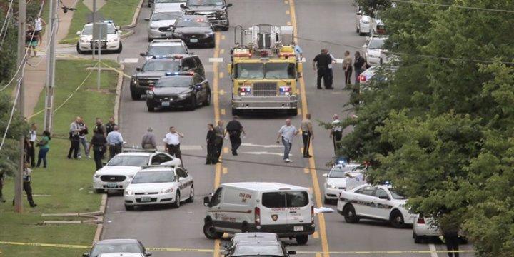 ABD'de Bir Polisi Daha Vurdular