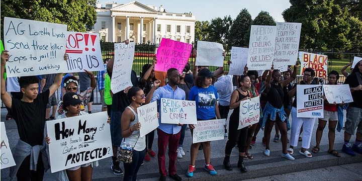 ABD'deki Polis Şiddeti Beyaz Saray'ın Önünde Protesto Edildi