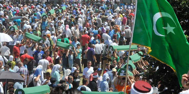 Srebrenitsa Soykırımı Kurbanı 127 Kurban Toprağa Verildi
