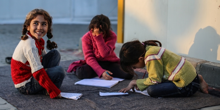 AB, Suriyeli Mültecilere Nakit Para Kartı Dağıtacak