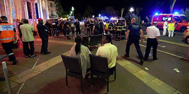 Fransa'da Ölenler Arasında Müslümanlar da Var