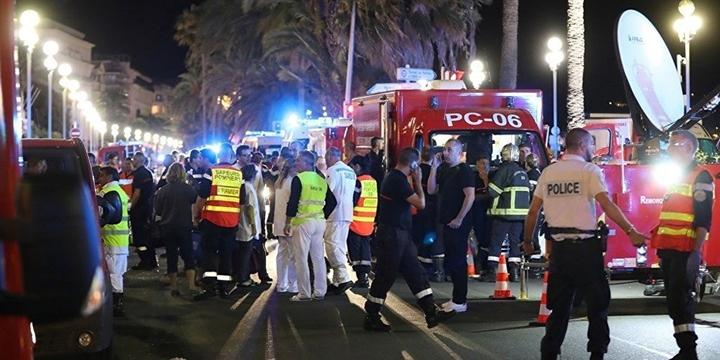 Fransa'da Üç Günlük Yas İlan Edildi