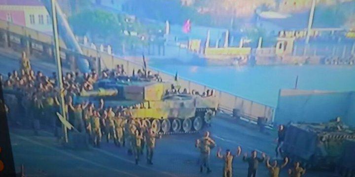 Boğaziçi Köprüsündeki Cuntacı Askerler Teslim Oldu