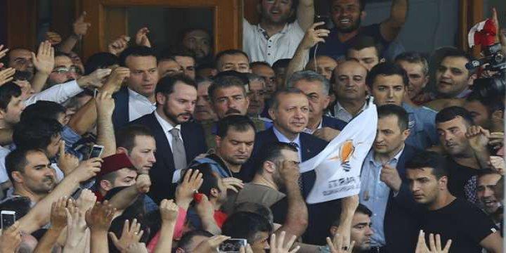 Hamas: Darbeyi Başarısız Kılan Türkiye Halkını Tebrik Ediyoruz