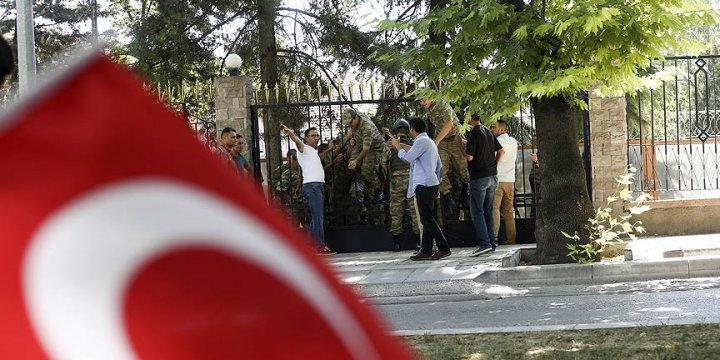 Darbecilerin Kilitlediği Askerler Kurtarıldı