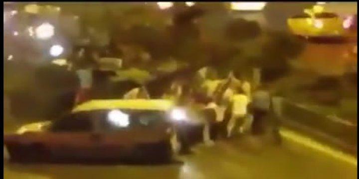 Aracını Tankın Önüne Geçirerek Örnek Bir Direniş Gösterdi (Video)