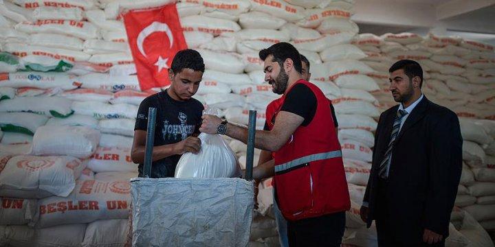 Türkiye'den Gazze'ye Gönderilen Yardımlar Dağıtılıyor