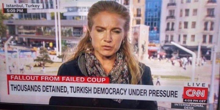 """CNN Geleneği Bozmadı, """"Demokrasi Baskı Altında""""ymış!"""