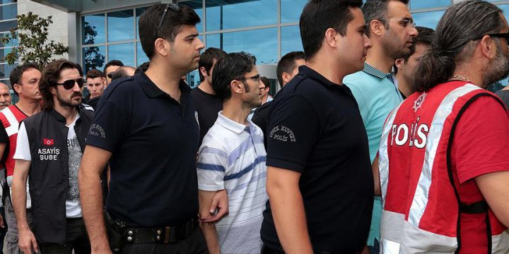 Ankara'da 132 Hakim ve Savcı Tutuklandı