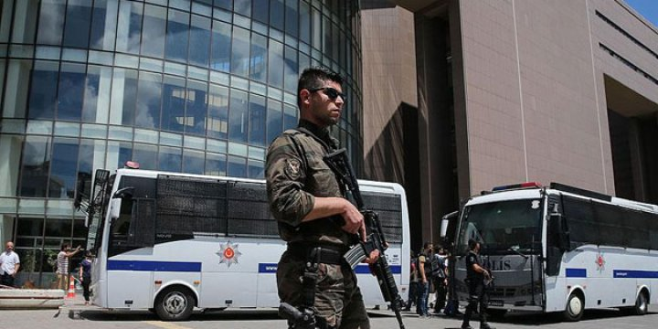 İstanbul'da 37 Hakim ve Savcı Firarda