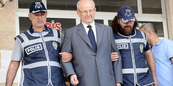 """Tuğgeneraller Albay'dan Emir Alıyordu"""