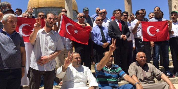 Mescid-i Aksa'da Darbeciler Protesto Edildi