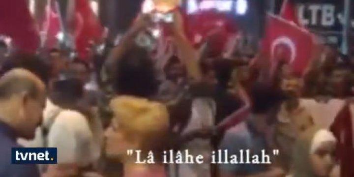 Darbeye Karşı Taksim'e Mekke'nin Fethi Marşıyla Yürüdüler
