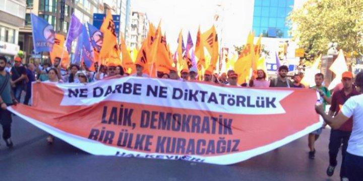 """Taksim'de Solculardan Sözde """"Darbe Karşıtı"""" Laik Tiyatro"""