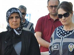 """""""FETÖ"""" Soruşturmasında Aranan Aliye Boydak Adliyede"""