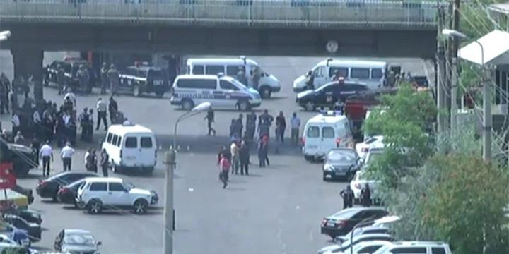 Erivan'da 4 Sağlık Görevlisi Rehin Alındı