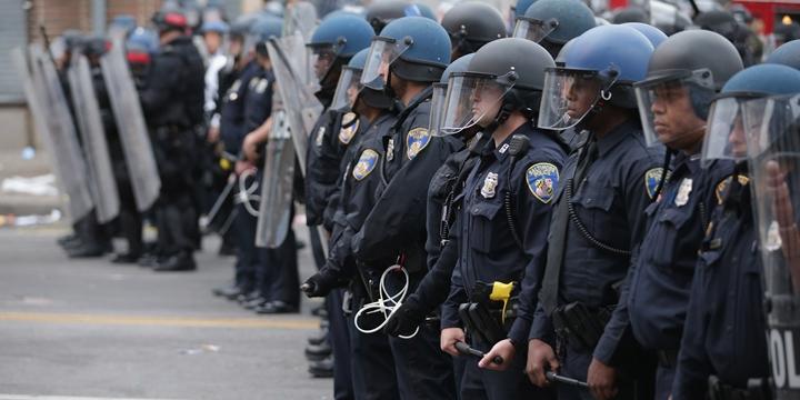 Freddie Gray Cinayetiyle Suçlanan Polisler Aklandı!