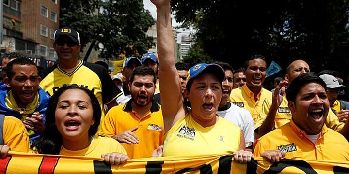 Venezuela'da Muhalifler Sokaklarda