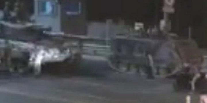 Şehitler Köprüsü'nde Darbecilere Direnen Kahraman Kadın