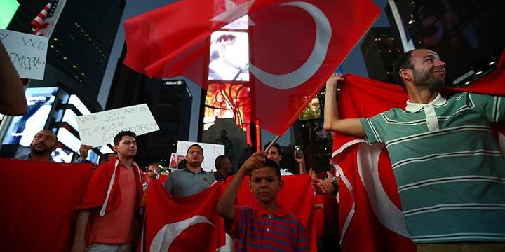 New York'ta Protesto: Gülen'i Derhâl İade Edin