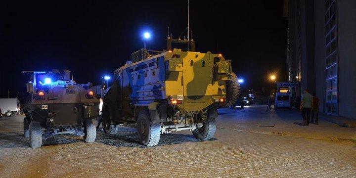 PKK Hakkari'de Yol Kontrolü Yapan Askerlere Saldırdı