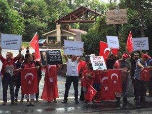 Pensilvanya'da Gülen Malikanesinin Önünde Protesto Edildi
