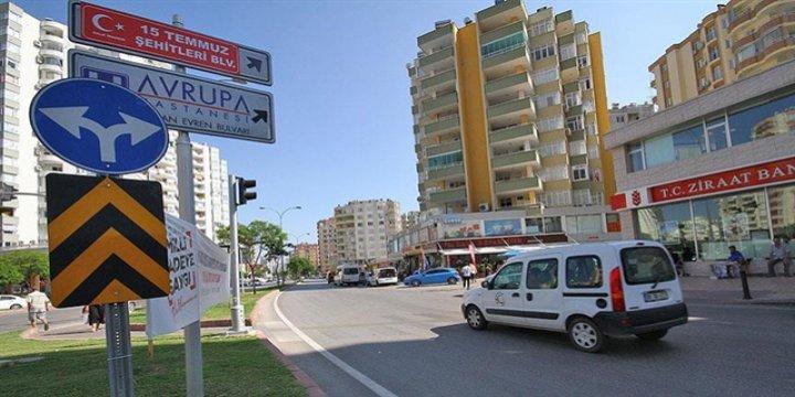 Adana'da Darbe Karşıtı Halk Kenan Evren Bulvarı Tabelasını Söktü!