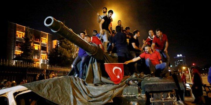 Halk Direnişinin Püskürttüğü Darbe AB'nin Umurunda mı?
