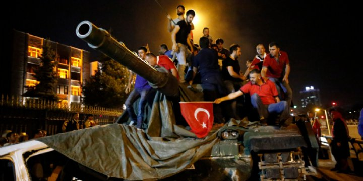 'Halkın Sedasıdır Bu, Ne Top Kaldı Ne de Tank'