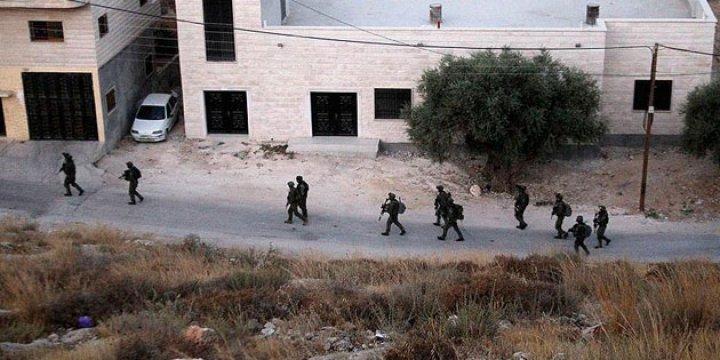İşgalci İsrail 12 Filistinliyi Gözaltına Aldı