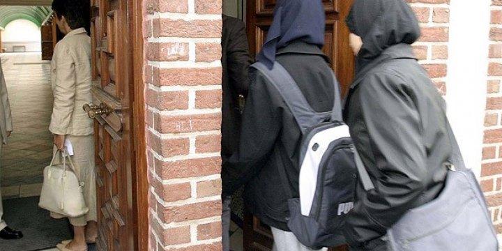 İngiltere'de Müslüman Kadınlar Ayrımcılığa Uğruyor