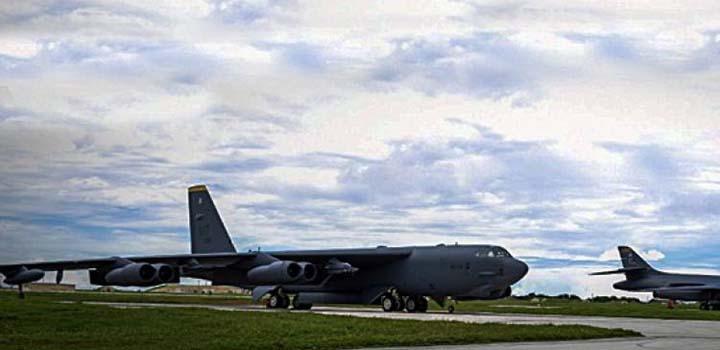 ABD Nükleer Uçakları Pasifik'e Gönderdi