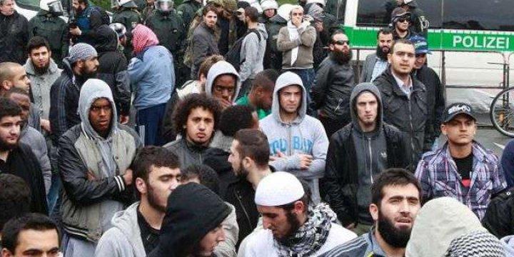 Almanya'da 'İslam Sözleşmesi' Ertelendi