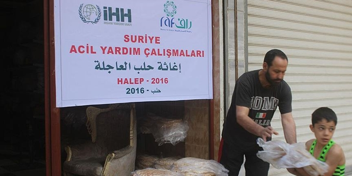 İHH, Halep'e 5 Kamyon Yardım Ulaştırdı