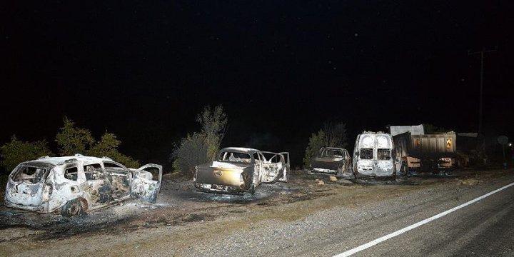 Bitlis'te PKK'lılar Yol Kesip Araç Yaktı