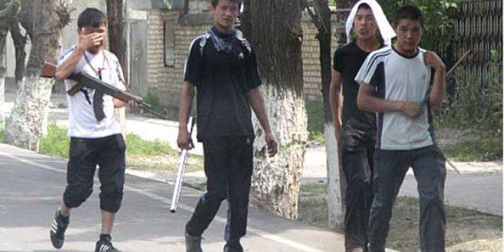 Özbek ve Kırgız Gençler Arasında Etnik Boğazlaşma
