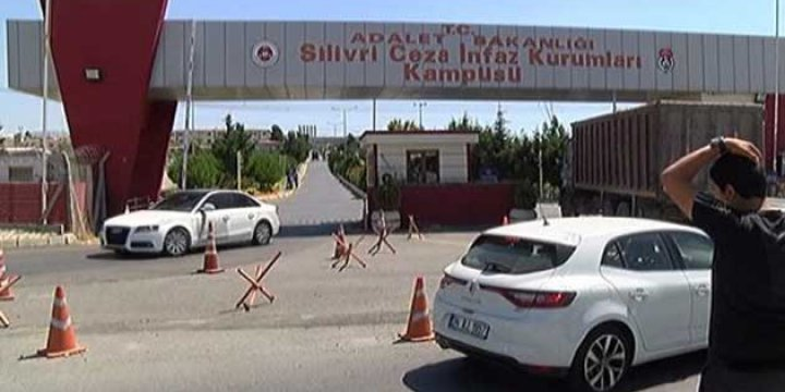 Silivri ve Maltepe'de 62 Gardiyana Gözaltı