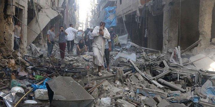 Esed ve Rus Uçakları Halep'te Çarşıyı Bombaladı: 14 ölü