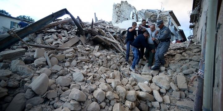 İtalya'da Deprem: 120 Kişi Hayatını Kaybetti
