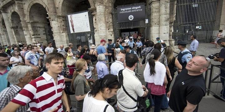 İtalya, 18 Yaşına Basan Gençlere 500 Euro Verecek
