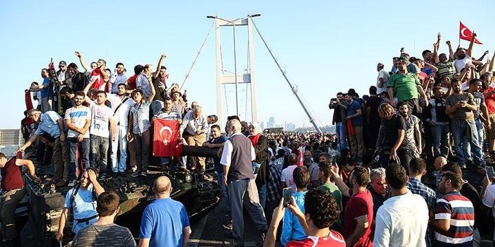 """Grup Yürüyüş'ten """"Temmuz Türküsü"""""""