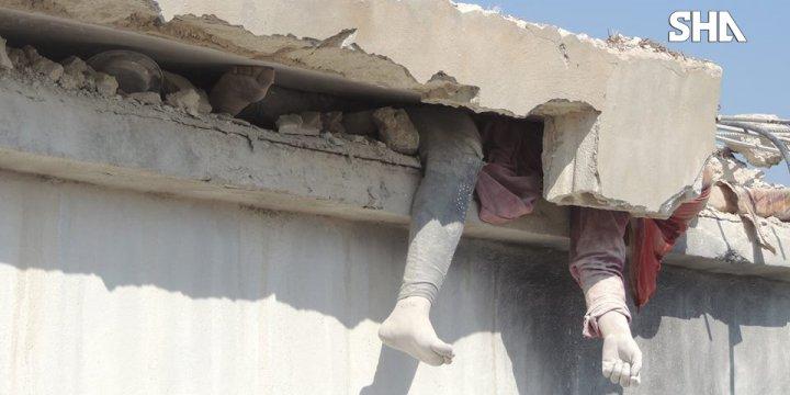 Bombardıman Sonucu Enkazın Altında Kalan Suriyeli Bir Kadın (VİDEO)